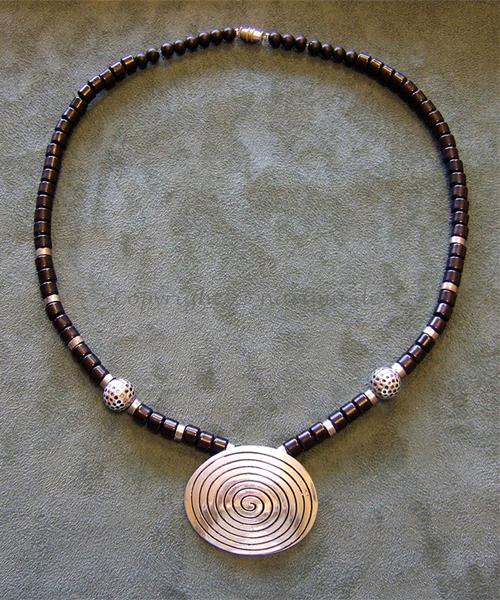 k1903 - Kette - 2012 - Material: Silber, Holz